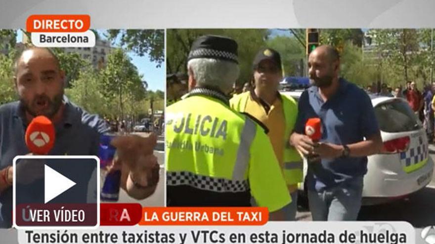 Agreden a un equipo de Antena 3 en la huelga de taxistas en Barcelona