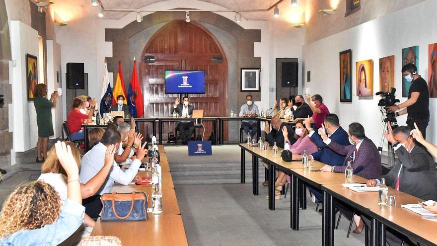 Un pleno exprés de 15 minutos recibe la renuncia a la alcaldía de Héctor Suárez