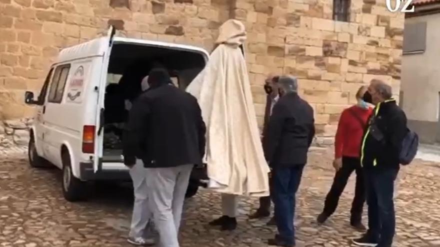 VÍDEO | En furgoneta y sin romeros: así llega La Concha a La Hiniesta