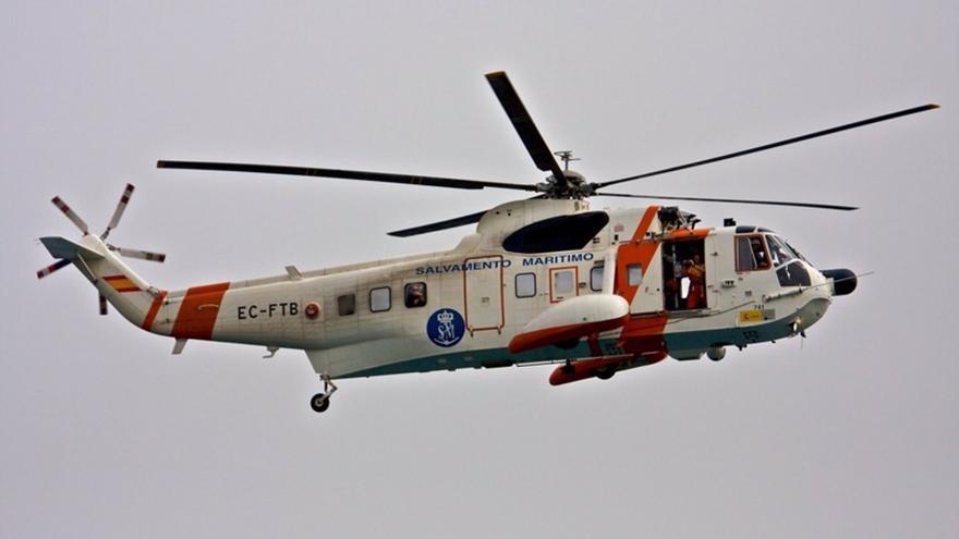 Rescatadas dos personas en Fuengirola tras hundirse su embarcación por una avería