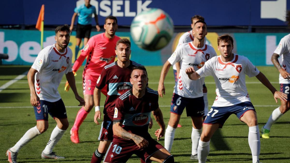Partido entre Osasuna y Celta en El Sadar correspondiente a la pasada campaña. // Villar López (EFE)