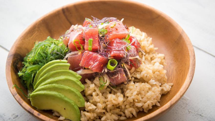 Descobreix el «poke», el nou «sushi» hawaià que triomfa a la cuina