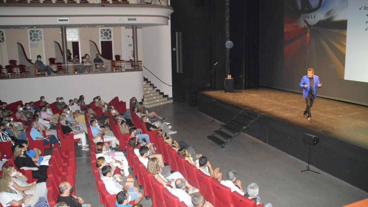 Un moment de la conferència de Sala i Martín a Figueres