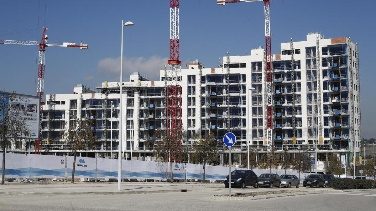 La bajada del euríbor puede animar la contratación de hipotecas.