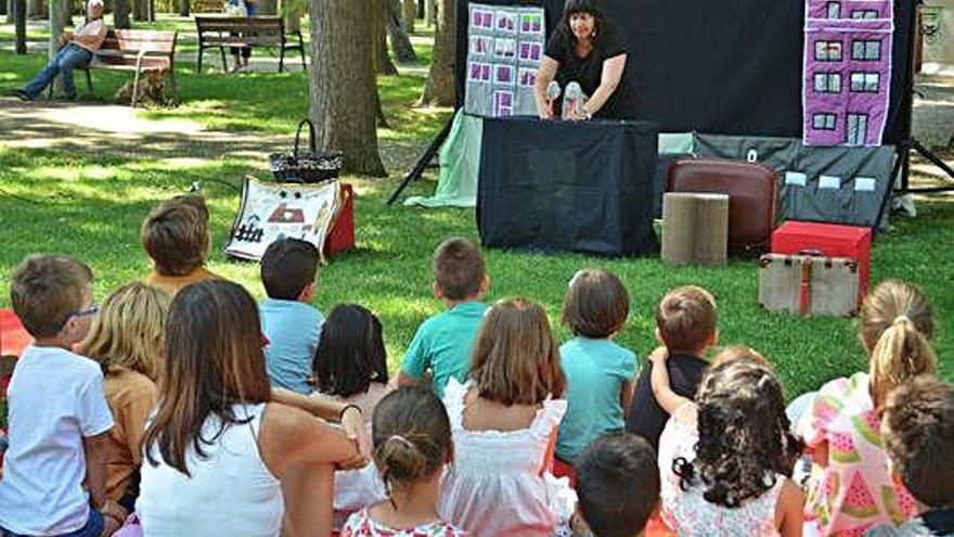 La Feria del Libro cierra con magia  y cuentacuentos para los niños