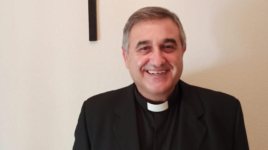 El pajarés César Salvador, vicario general de la diócesis