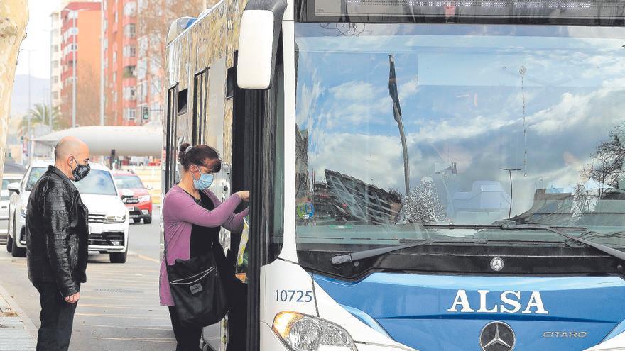 El retraso en las ayudas al transporte público podría hundir a empresas del sector