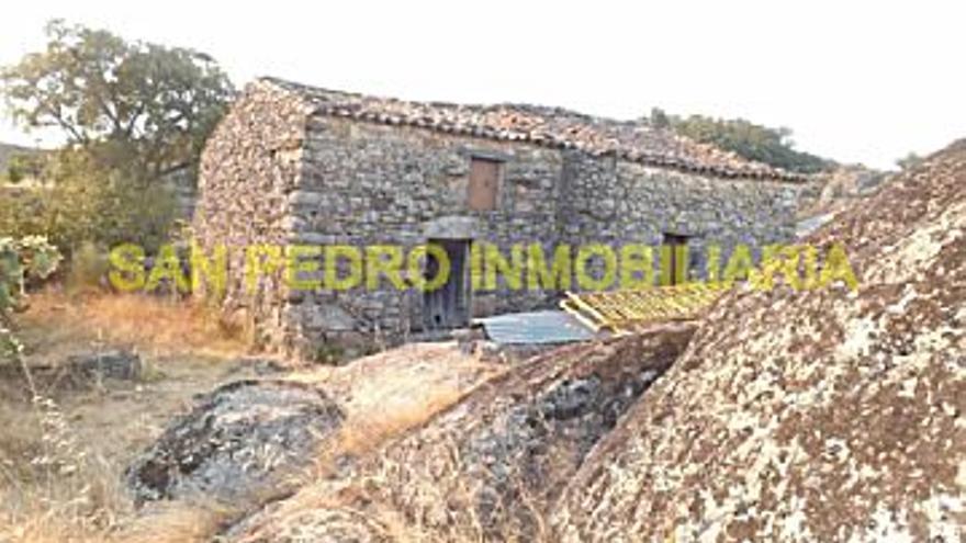 25.000 € Venta de casa en Valencia de Alcántara 180 m2, 2 habitaciones, 1 aseo, 139 €/m2...