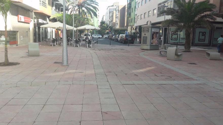 Reabre al tráfico la calle Fernando Guanarteme