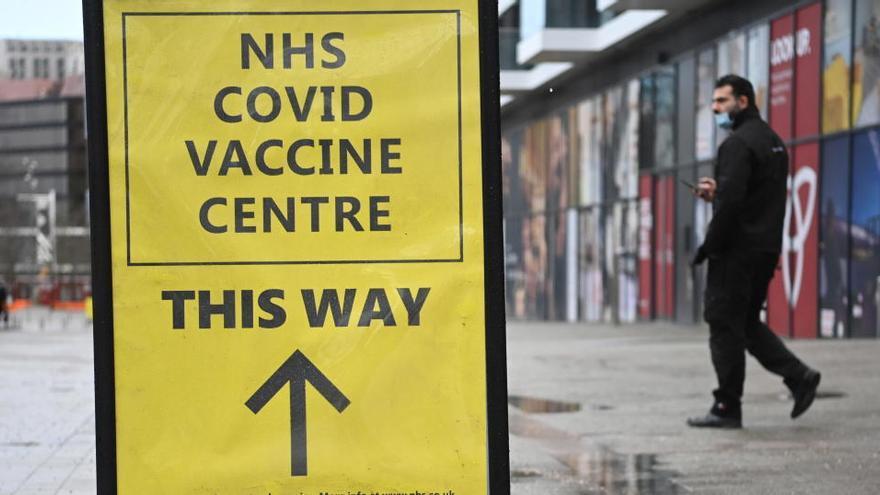Inglaterra ya ha ofrecido la vacuna a todos los ancianos en residencias