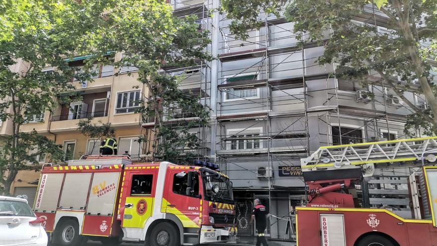 Muere un trabajador de 53 años tras caer de un andamio en València