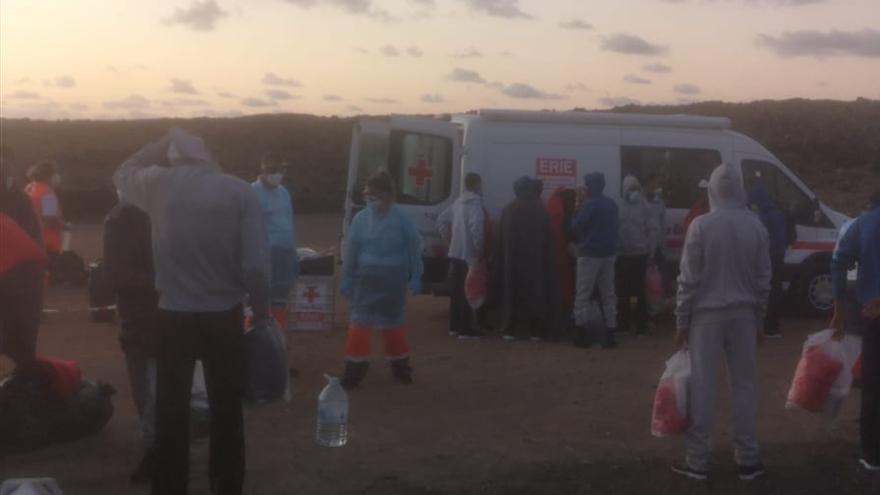Desembarcan a 33 magrebíes en Gran Canaria y hallan a otros 26 en Lanzarote