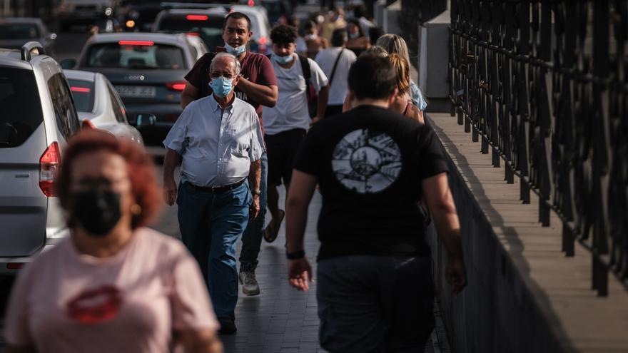 Tenerife suma este miércoles medio centenar de positivos y un fallecido por Covid