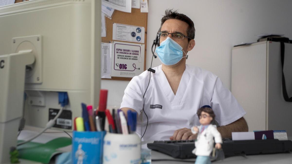 Barceló busca presupuesto para pagar horas extras en los centros de salud valencianos