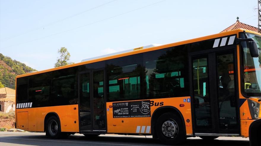 Medio centenar de estudiantes de Serra reciben la beca de transporte escolar