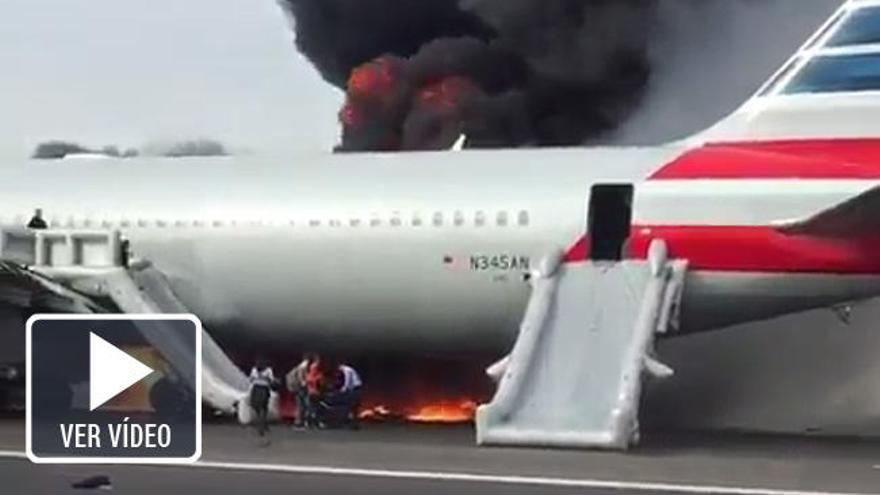 Un avión se incendia en Chicago tras sufrir una avería