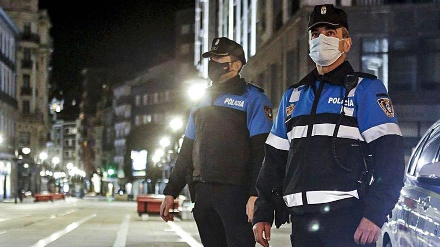 La Policía Local sanciona a 62 personas en 15 días por saltarse el toque de queda