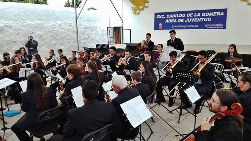 El Cabildo de La Gomera y las asociaciones musicales impulsan la cooperación