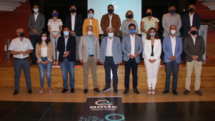 Los 13 municipios más turísticos de Canarias comparten un sello de garantía sanitaria