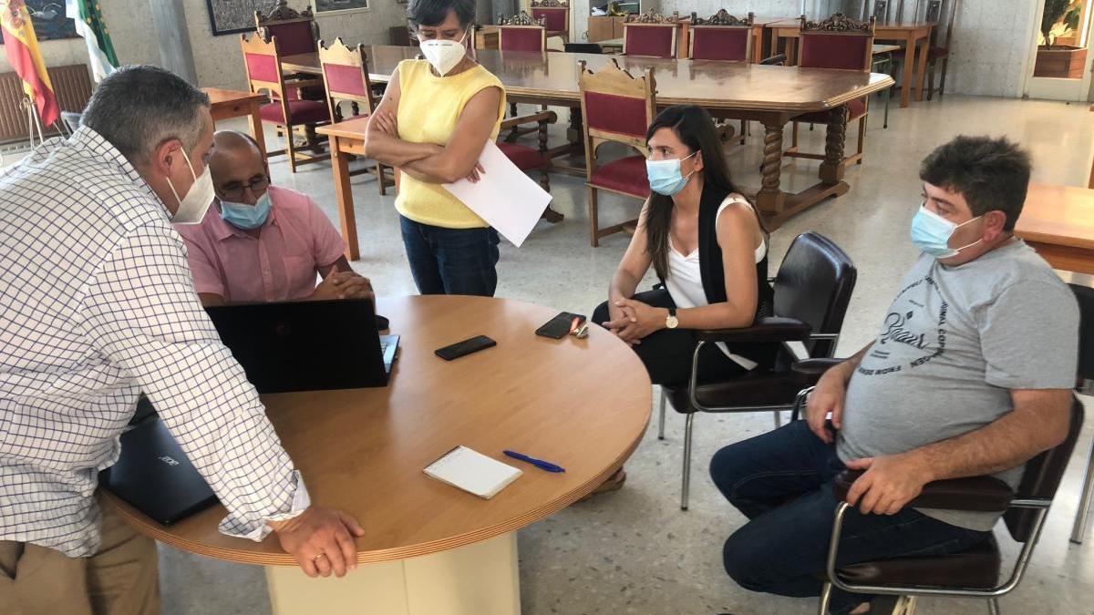 Reunión de balance de los resultados del proyecto de ahorro energético llevado a cabo por el Concello de Forcarei.