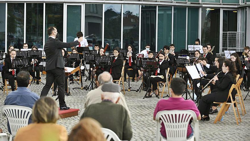 Las bandas de música protagonizan la jornada en Lalín y Vila de Cruces