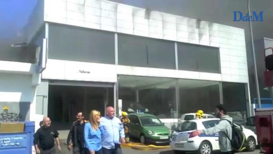 Feuerwehr löscht Brand im Autohaus Renault in Palma