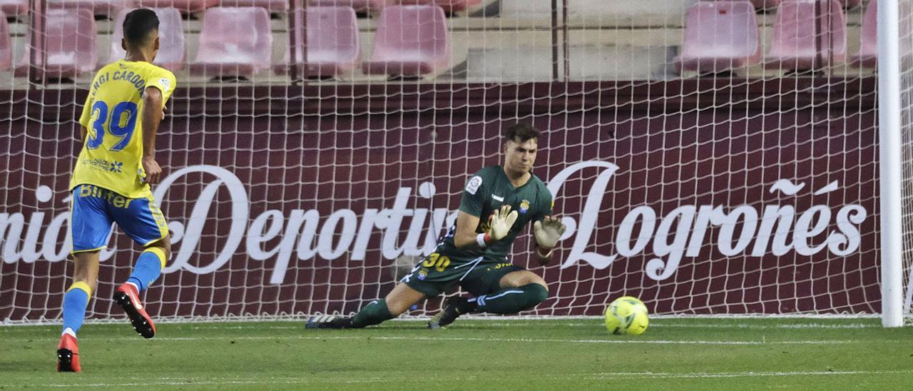 Álex Domínguez, portero de la UD Las Palmas, en su último partido con el equipo amarillo en Las Gaunas ante el Logroñés. | | LOF