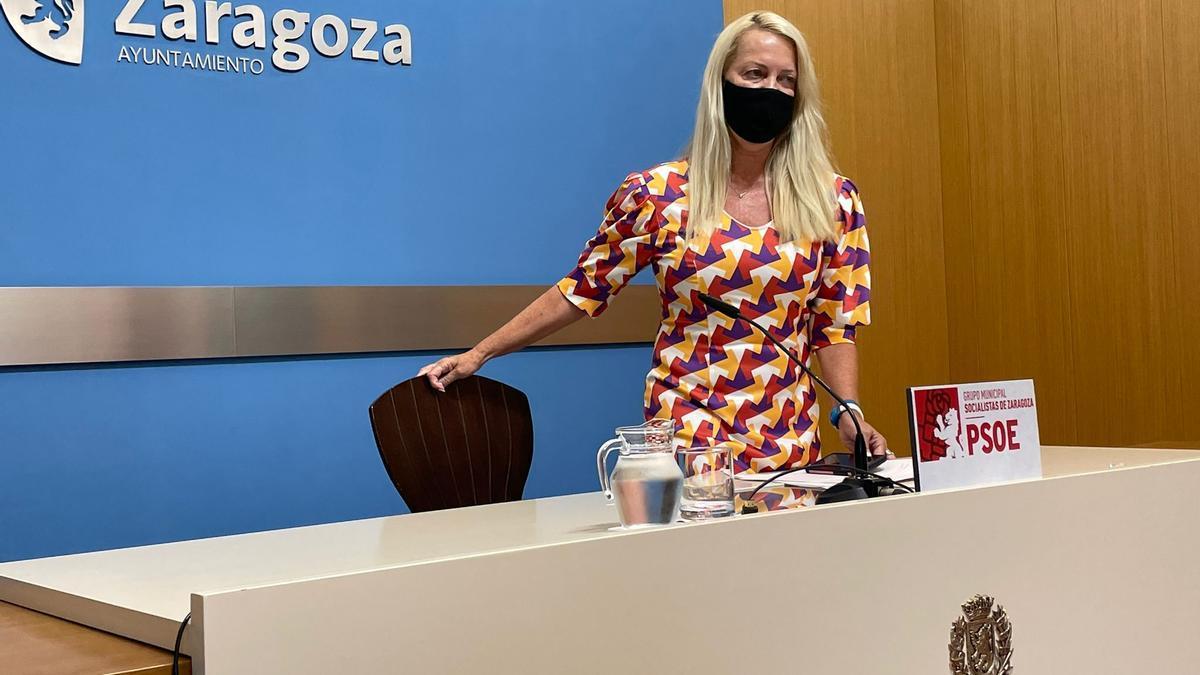 La concejala socialista Ros Cihuelo en la sala de prensa del Ayuntamiento de Zaragoza