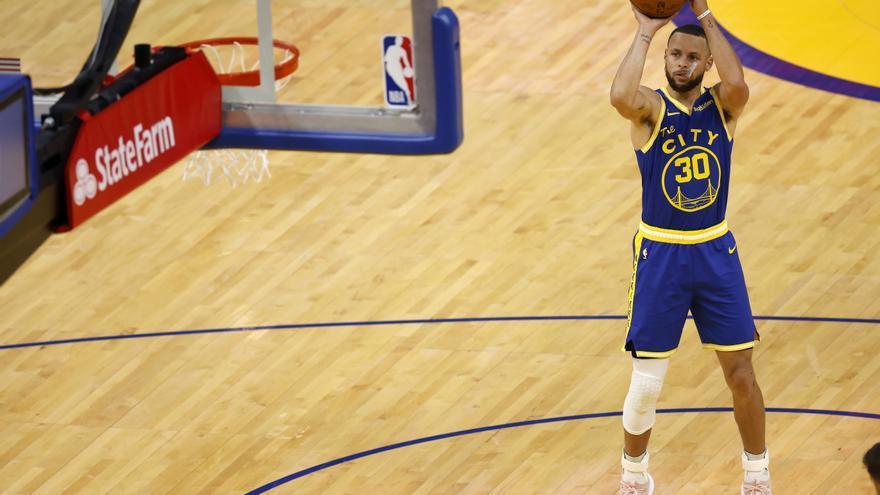 Los Warriors renuevan a Curry por cuatro años por 215 millones de dólares