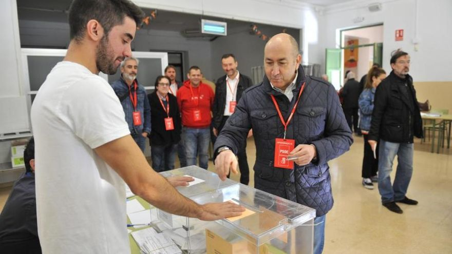 Los candidatos al Congreso y al Senado del Baix Vinalopó pasan por las urnas