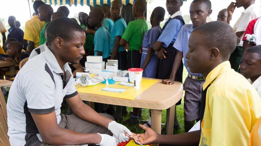 Empieza el primer programa mundial de vacunación contra malaria