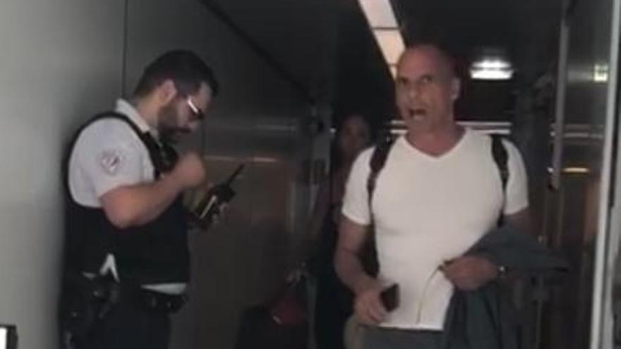 Yanis Varoufakis exige a la policía francesa que se disculpe por el incidente en el aeropuerto de París