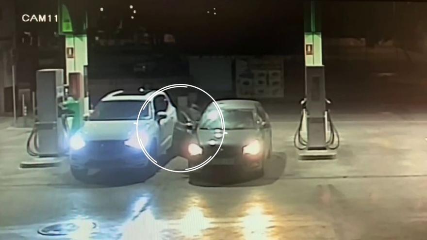 Roban un coche en una gasolinera mientras el dueño pagaba el repostaje