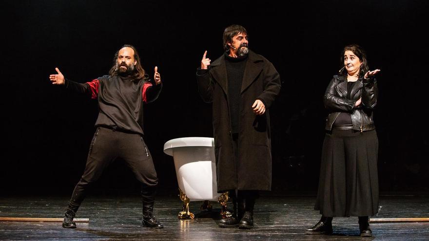 Un espectáculo de humor pone fin a la programación cultural de abril en Coria