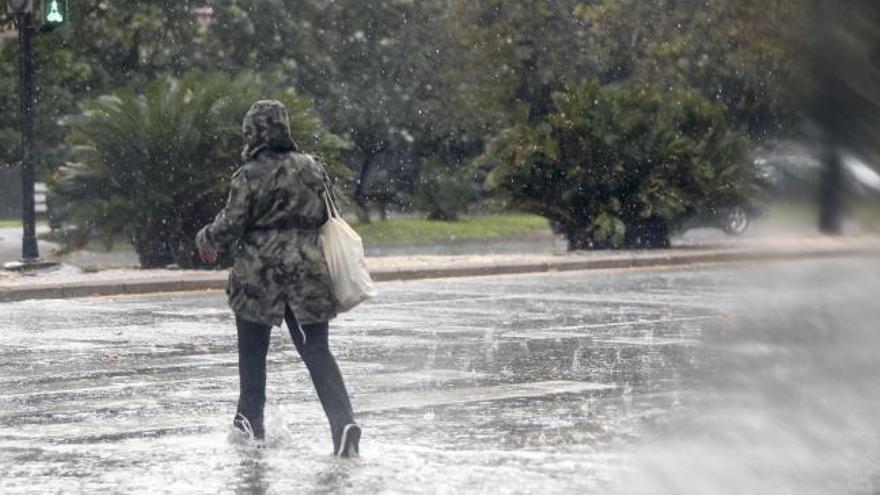 Las tormentas dejan la mayor granizada en dos décadas en Valencia y más de 5.400 rayos