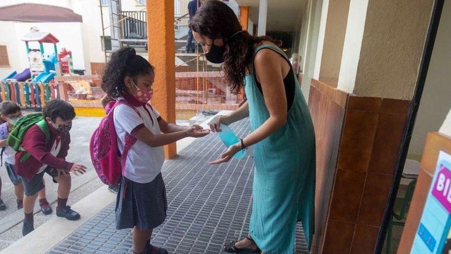 'Mascareta al pati no' recoge 6.500 firmas para eliminar la mascarilla en los exteriores de los colegios de Baleares