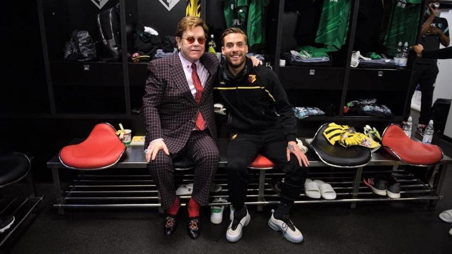 Elton John felicita al alicantino Kiko Femenia por su gran temporada