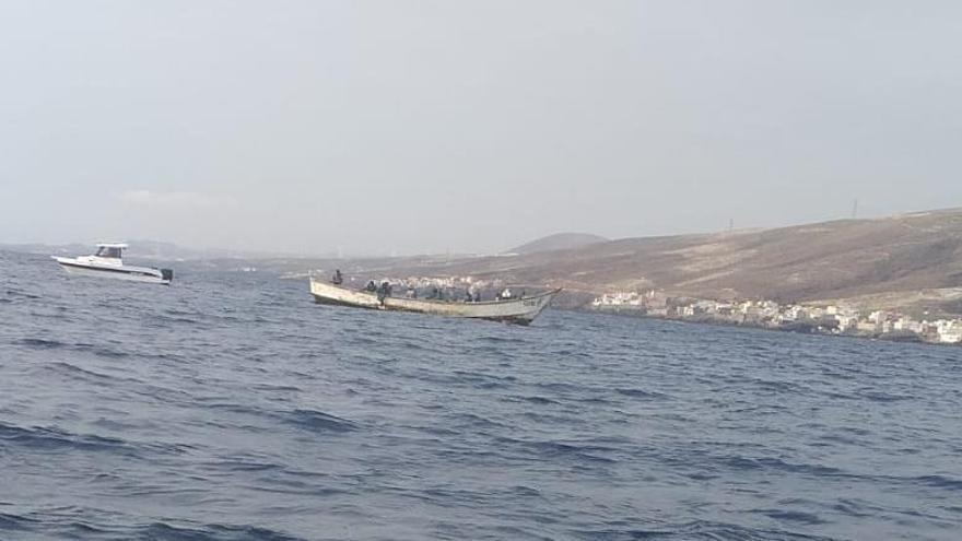 Llega un nuevo cayuco con 30 migrantes a las costas de Canarias