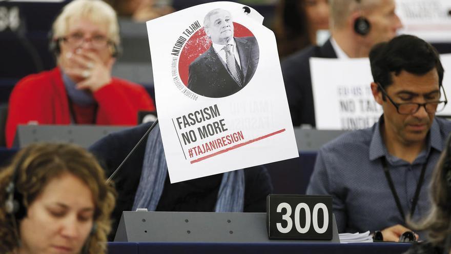 Más de la mitad de la Eurocámara exige que dimita Tajani por sus alabanzas a Mussolini