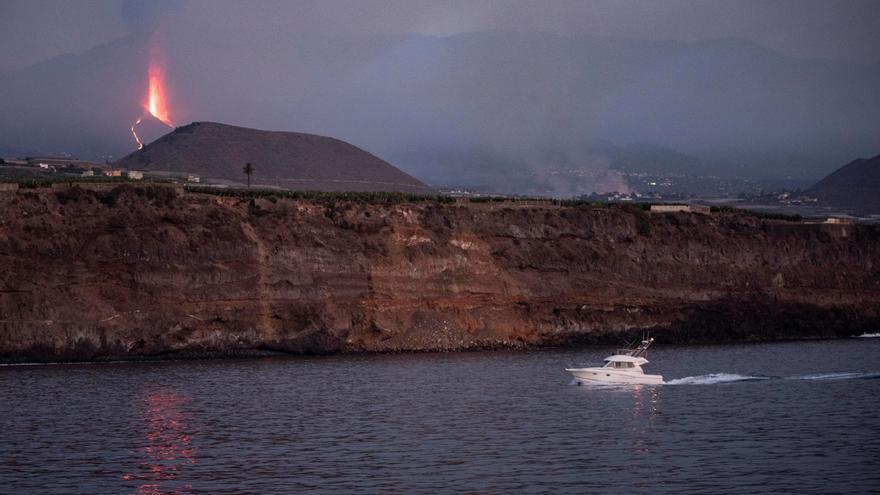 La lava del volcán de La Palma está a entre 800 y 1.000 metros del mar