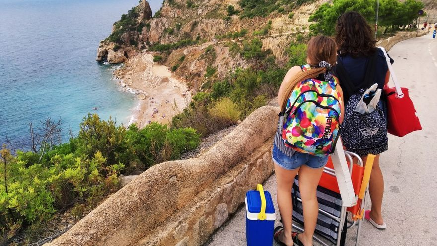 """El puente turístico de las """"no Fallas"""" llenará las playas de la Marina Alta"""