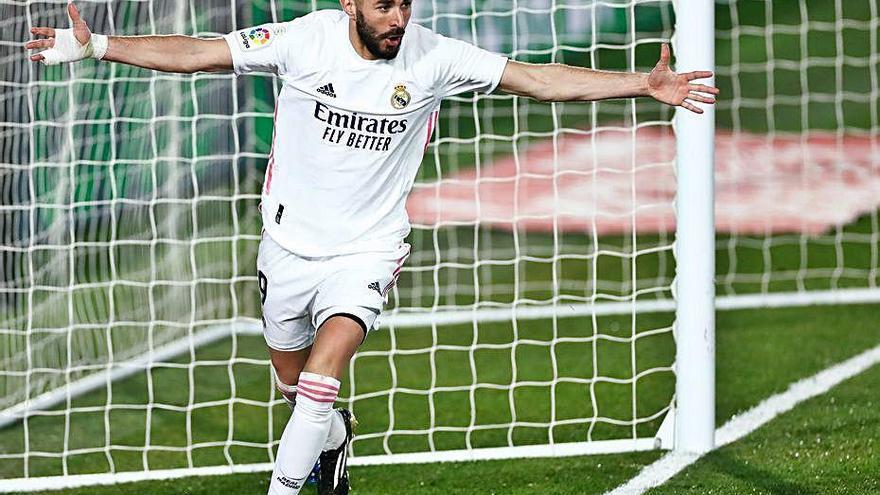 Dos gols de Benzema permeten a un fluix Madrid superar l'Athletic