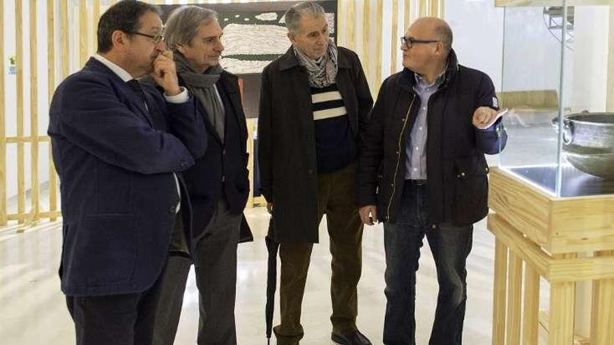 Miguel Ángel González visita la exposición In T. Sueborum