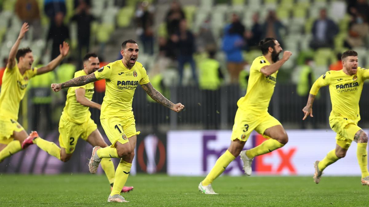 Los jugadores del Villarreal celebran con júbilo su triunfo.