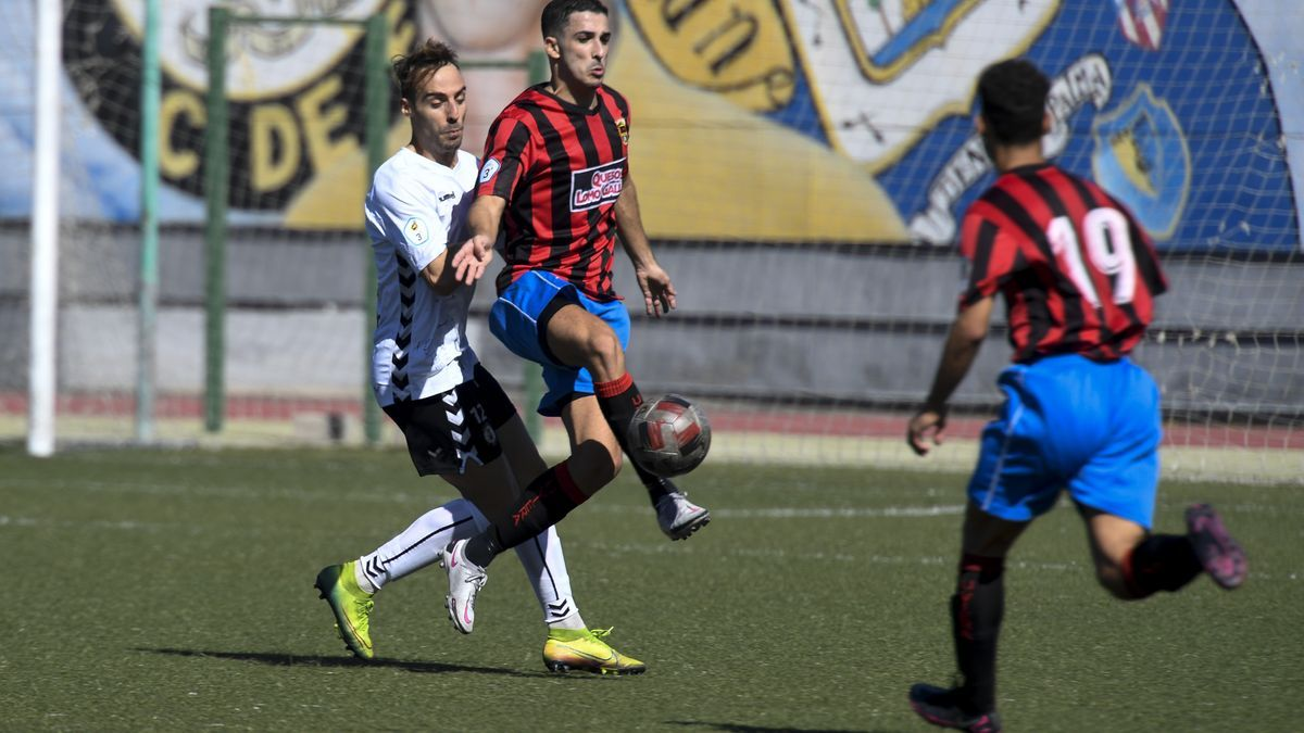 This season's match between Arucas and Unión Viera, from the Third Division