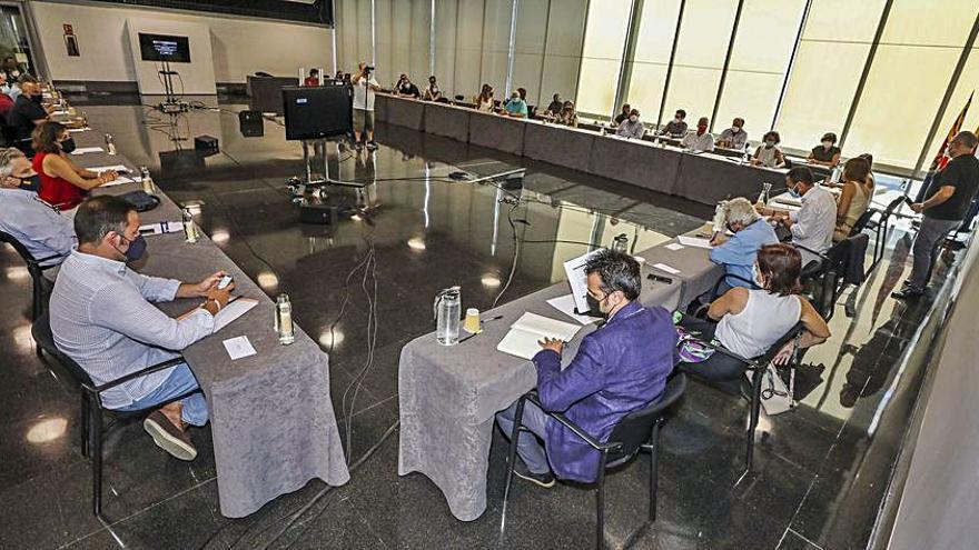 El alcalde promete regenerar Carrús si no se hace el auditorio