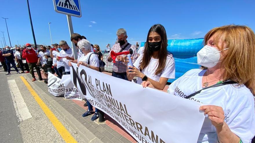 Protesta de los pescadores de Santa Pola por los recortes en el Mediterraneo de capturas