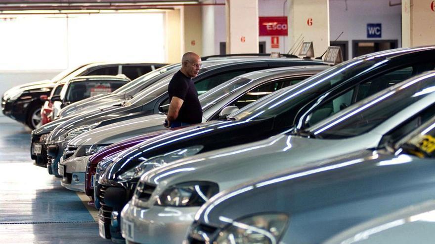 Un de cada tres vehicles venuts a Girona el 2021 ja és d'energies alternatives