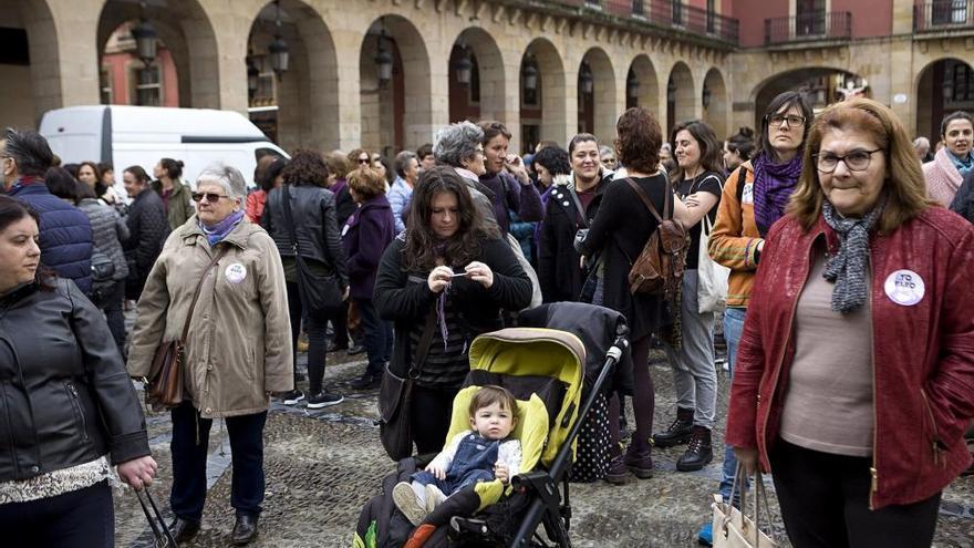 GIJÓN | Cientos de personas se manifiestan por derechos de la mujer y de refugiadas