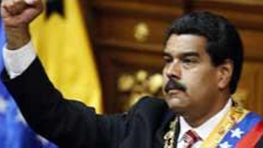 """Maduro toma el relevo de Chávez y pide elecciones """"inmediatas"""""""